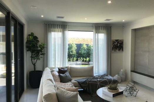 Quality window curtains in wide range of materials and colors ...